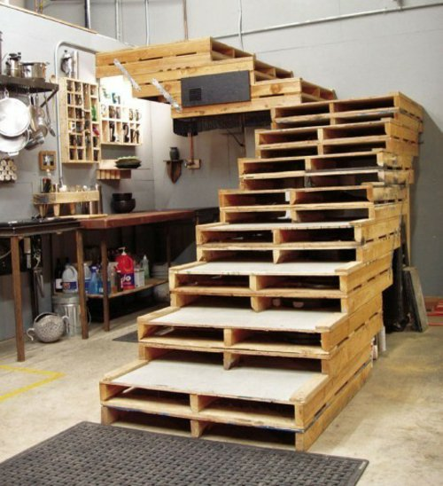 Coole Möbel coole-möbel-aus-europaletten-diy-bastelideen-treppe - die-lifehacks.de